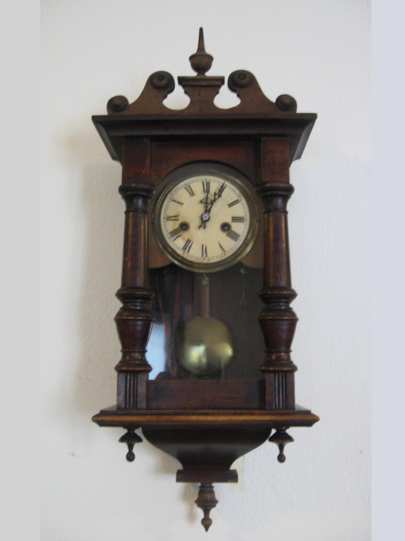 Antico orologio a pendolo con cimasa semplice Veroantico