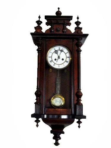 Antico orologio a pendolo con cimasa e inserti Veroantico