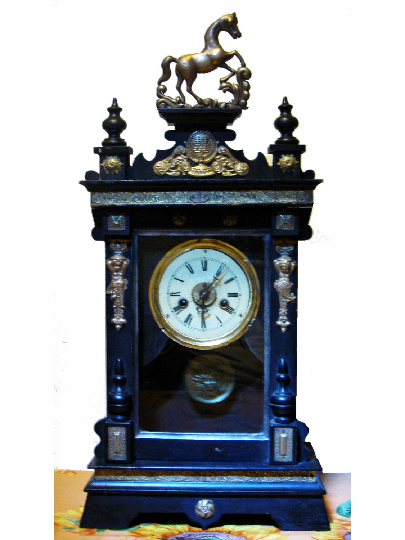 169146ec81 Antico orologio a pendolo da camino con cavallo - Veroantico